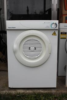 FISHER AND PAYKEL 4.5 KILO CLOTHES DRIER IN GOOD COND