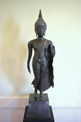 LARGE ANTIQUE THAI PATINATED BRONZE FIGURE OF THE WALKING BUDDHA ON MUSEUM BASE