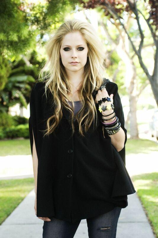 Avril Lavigne Sexy Blonde 8x10 Picture Celebrity Print
