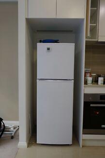 Westinghouse Fridge (Top Mount Refrigerator & Freezer) Ryde Area Preview