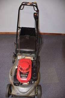 Honda HRU216 Self Propelled Mower