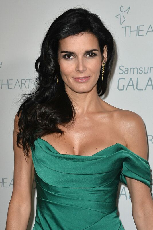 Angie Harmon Posing Green Dress 8x10 Picture Celebrity Print