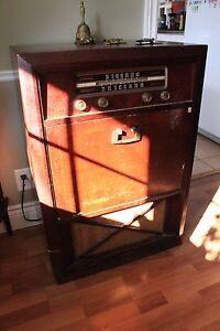 Old radio that works $80