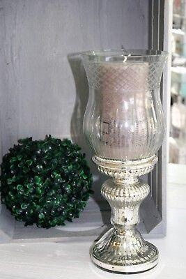 31 Ein Licht (Windlicht aus Metall-Silber mit Glaseinsatz, einer Höhe von ca. 31cm)