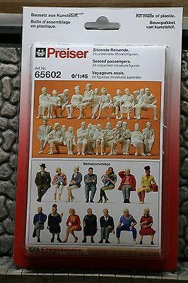 Preiser 65602 Sitzende Reisende 1:45
