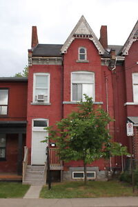 OLD WORLD CHARM ONE BEDROOM ALL INCLUSIVE PARK ST