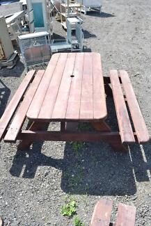 Outdoor settings -SOLID TIMBER! -GREAT CONDITION