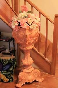 jardiniere and pedestal Elizabeth Town Meander Valley Preview