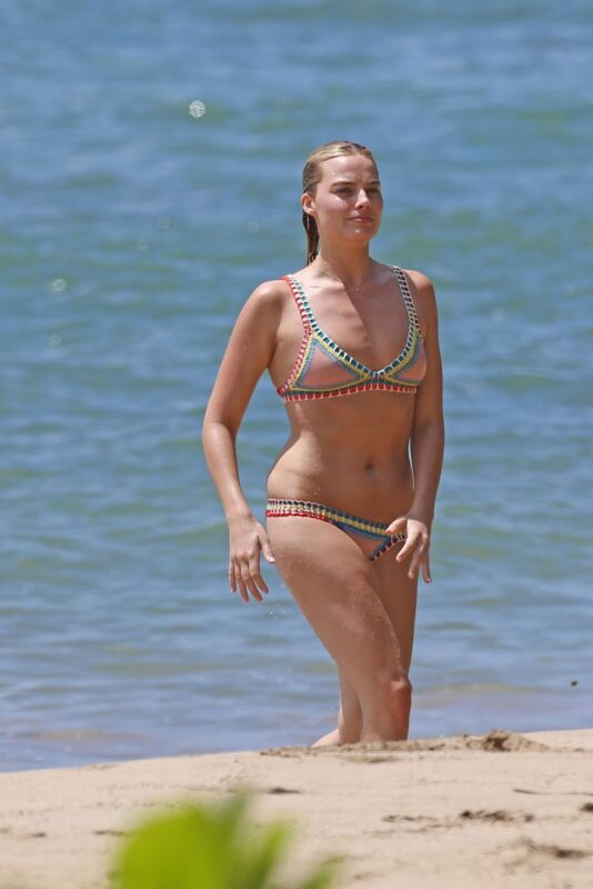 Margot Robbie In The Beach 8x10 Photo Print