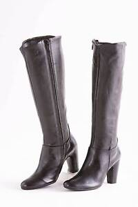 BRAND NEW STOCK LOT OF 400 PAIRS WOMEN HIGH FASHION BOOTS Clayton Monash Area Preview