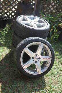 MOMO GTR 17 inch Mag Wheels with tyres