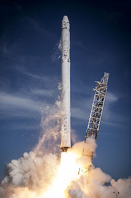 Photo  Launch Of The Falcon 9 Rocket Carrying The Spacex Crs 6 Dragon    2