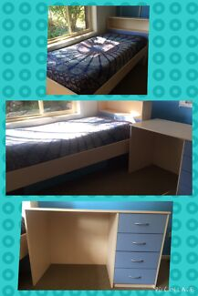 Timber single bed and desk Bonny Hills Port Macquarie City Preview
