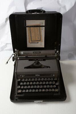 1948 Royal Quiet DeLuxe Typewriter Half Moon Fingertip Keys Gray w/Case (N7L-2)
