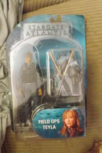 Stargate Atlantis Diamond Select Field Ops Teyla Figure On Card Bubble Lift