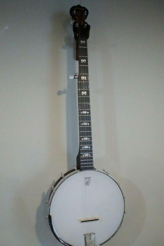 Deering Goodtime Artisan Banjo (practically new)