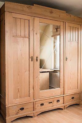 Antiker Kleiderschrank - zerlegbar - Weichholz - in gepflegtem Zustand