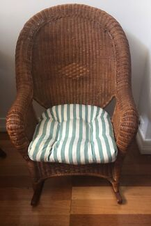 Rocking Chair - wicker (large)
