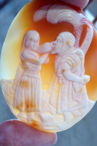 """EARLY RARE LARGE 2 1/4"""" HAND CARVED CONCH SHELL LOOSE CAMEO REBECCA AT THE WELL"""