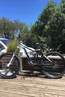 Giant glory downhill mountain bike in great condition