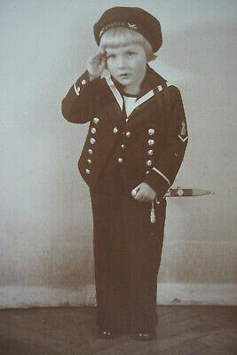 Studioportrait um 1900 Junge Kind in Uniform Kaiserliche Marine Aplikanten Dolch ()