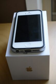 IPhone 5 64GB Unlocked and accessories  Clayton Monash Area Preview