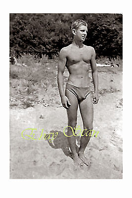 VINTAGE PHOTO SEXY YOUNG NEAR NUDE MAN BULGES AT THE BEACH GAY INTEREST 76