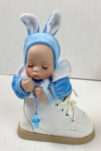 Musical Baby Keepsake Porcelain Doll In Bunny Outfit In A Baby Shoe Boy #21H