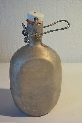 C25 Ancienne gourde e aluminium avec bouchon émaillé