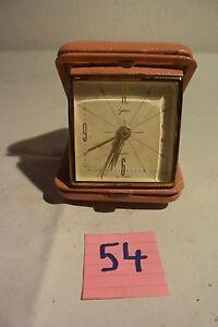 C54-Ancien-petit-reveil-vintage-de-voyage