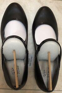 New 9.5US women's formal shoes. Heels w Lots of comfort