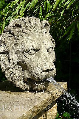 Löwenkopf als Wasserspeier, 33 cm, stark patinierter Stein, Brunnenfigur Relief