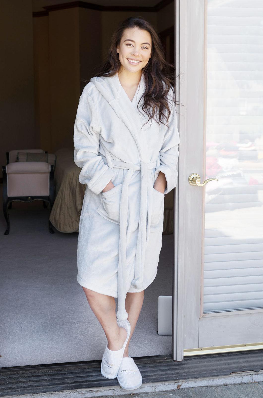 Womens Robe Luxurious Hooded Flannel Fleece Short Bath Robe
