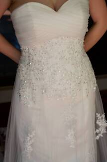 New Off-white Lace Beaded Strapless Sweetheart Wedding Dress Thornlands Redland Area Preview