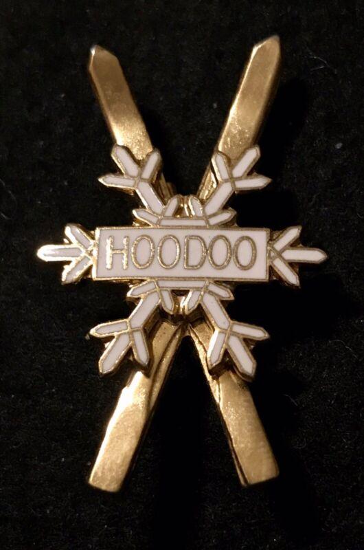HOODOO Ski Bowl Vintage Skiing Pin Badge OREGON Souvenir Travel Resort Lapel