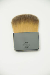 CHANEL-Foundation-Brush-Travel-Size