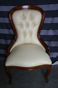 Poltrona poltroncina camera da letto in pelle beige capitone 39 vari colori ebay - Poltroncina camera da letto ...