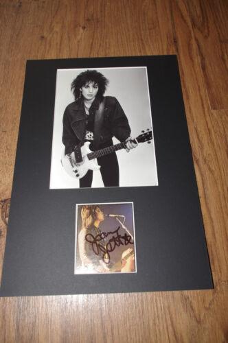 JOAN JETT signed Autogramm 20x30 cm Passepartout InPerson LOOK