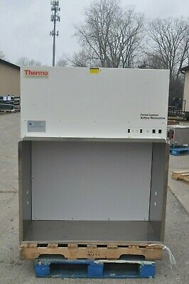 Thermo Forma Laminar Airflow Workstation Model 1845 Safety Cabinet Hood