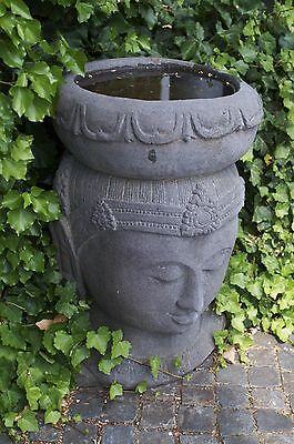 Buddha  handgeschlagen aus Vulkanstein meisterhafte Arbeit