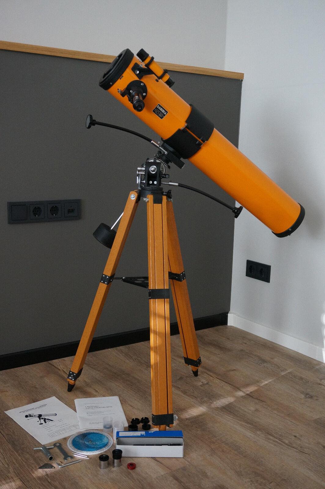 Spiegelteleskop nach Newton Danubia F900mm D4 1/2 mit Stativ Sternkarte Zubehör