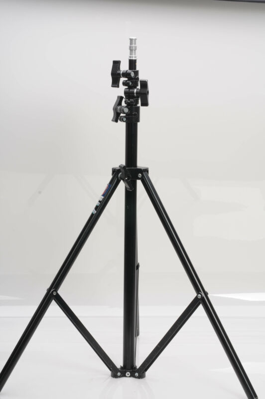 Avenger A625B Lightweight Light Stand                                       #015