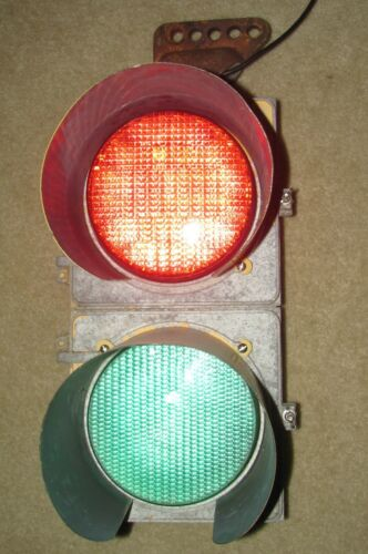 "8"" Aluminum 2 section LED Traffic Signal Light with hanger (G)"