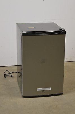 ثلاجة صغيرة جديد Frigidaire FFPE45B2QM 4.5 Cu Ft Compact Refrigerator Silver Mist (Local Pickup)