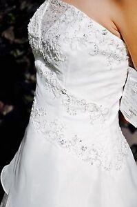 Super Deal!! Gorgeous Organza Wedding Gown