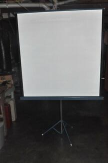 Di-Line Projector Screen on Stand