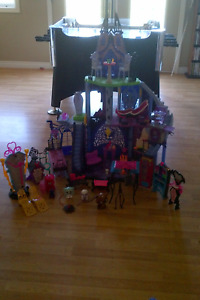 Monster High Castle w/ Accessories