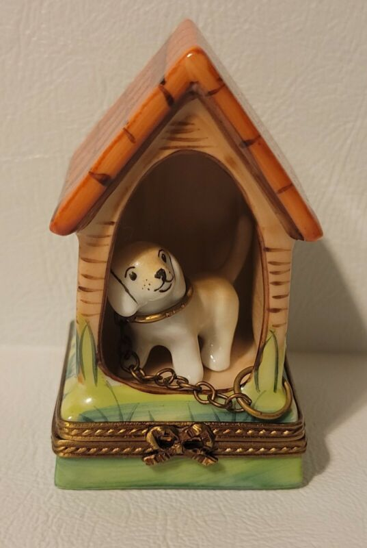 LIMOGES FRANCE BOX PUPPY CHAINED TO A DOG HOUSE WITH BONE DOGHOUSE PEINT MAIN