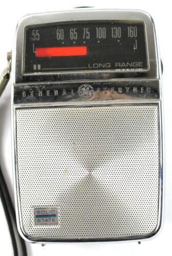 Vintage SS General Electric Long Distance Hand Held 9V Transistor Radio w/case