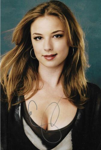 "Emily VanCamp ""Revenge"" Autogramm signed 20x30 cm Bild"